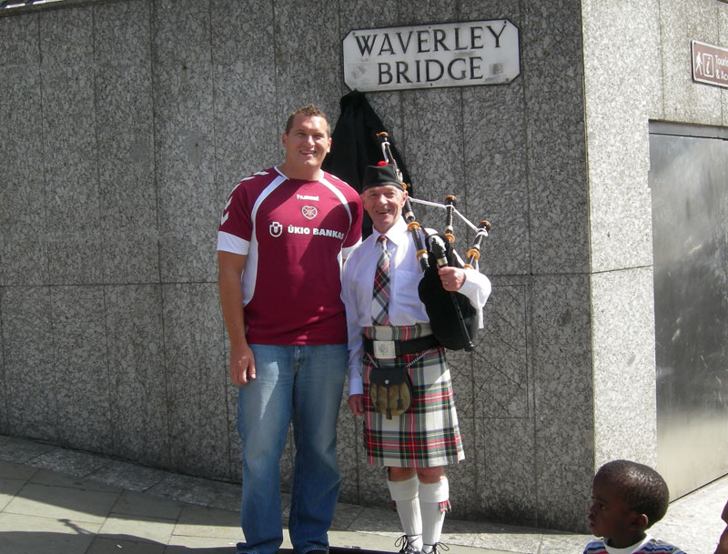 Posing with the bagpipe man in front of Waverly station in Edinburgh